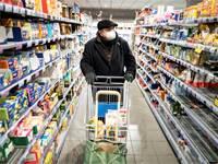 אדם עם מסכה בסופרמרקט בגרמניה / צילום: Kay Nietfeld/dpa via AP, AP