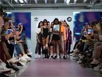 רבגוניות בתצוגת אופנה של אדידס / צילום: Vianney Le Caer/Invision, AP