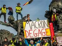 מפגינים על הפנסיה בצרפת / צילום: Denis Prezat, רויטרס
