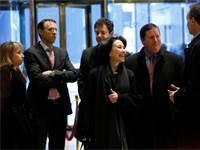 """מנכ""""לית אורקל ספרא כץ ולוביסט־העל קנת גליק (מימין). מאמצי לובי בסכומי עתק נגד המתחרות צילום: רויטרס, Reuters / Andrew Kelly"""