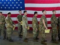 מגויסי חיל הצנחנים האמריקאי הטריים / צילום: Bryan Woolston, רויטרס