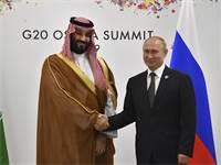 ולדימיר פוטין ומוחמד בין סלמאן בזמנים טובים יותר בפסגת G20 באוסקה / צילום: Yuri Kadobnov, AP