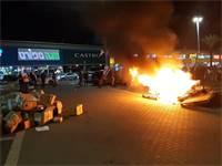 סוחרים שורפים סחורה בביג קריית גת במחאה על מדיניות הממשלה / צילום: אייל פישר, גלובס