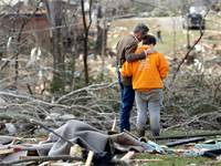 נפגעי הטורנדו בטנסי / צילום: Mark Humphrey, AP