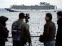 ספינת קרוז מול יפן עליה נמצאו נוסע חולה והרשויות לא מאשרות להוריד את הנוסעים / צילום: STF, AP