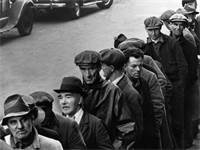 """מבקשי עבודה בניוארק, ניו ג'רזי בזמן """"השפל הגדול"""", 1935 / צילום: AP Photo, AP"""