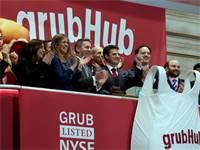 הנהלת גראבהאב מצלצלת בפעמון פתיחת המסחר בוול סטריט / צילום: Richard Drew, Associated Press