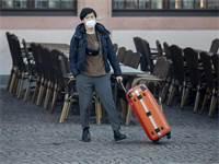 תייר אסייתי בגרמניה עם מסיכת פנים / צילום: מייקל פרובסט, AP