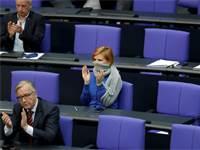 חברי הפרלמנט הגרמני שומרים ריחוק בימי קורונה / צילום: Michael Sohn, Associated Press