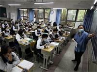 תלמידים לומדים בבית ספר בווהאן בחודש מאי / צילום: China Daily, רויטרס