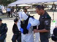 """שוטרים ממוגנים עוברים הדרכה איך לטפל במפרי בידוד / צילום: דוברות משטרת ישראל, יח""""צ"""