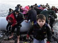 מהגרים טורקיים מגיעים לאי לסבוס בסירת גומי / צילום: מייקל וארקאלאס, AP
