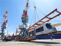 """פריקת קרונות של הרכבת הקלה בנמל אשדוד השבוע / צילום: נת""""ע"""