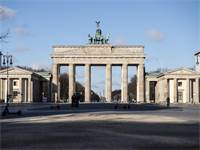 שער ברנדנבורג בברלין שומם  / צילום: Paul Zinken, AP
