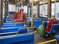 נוסעים באוטובוס בניו יורק / צילום: Mary Altaffer, AP