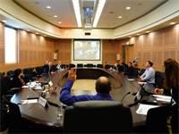 ההצבעה בוועדה המסדרת על כינוס הכנסת על ידי עמיר פרץ / צילום: עדינה ולמן, דוברות הכנסת