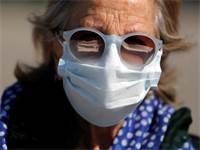 אישה ישראלית עם מסכת פנים / צילום: Ammar Awad, רויטרס