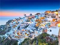שקיעה בעיירה פירה באי היווני סנטוריני  / צילום: שאטרסטוק