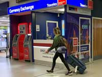 חברת Travelex הבריטית, המספקת שירותי המרת מטבע / צילום: רויטרס, Phil Noble