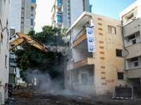 הריסת בניינים ישנים בבת ים  /  צילום: כדיה לוי
