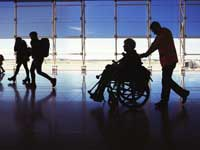 נוסע בעל מוגבלות בשדה התעופה./ צילום:  Shutterstock