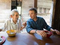 """ביוטנר, לצד בן 100 פלוס באזורים הכחולים. """"ביקרתי בכל אחד מהם עשרות פעמים, אז אני מרגיש מקומי"""" / צילום: פרטי"""