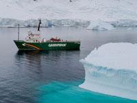 מפרץ שארלוט באנטרקטיקה. הקיץ היו צפויים להגיע לאזור 80 אלף תיירים / צילום: Christian ?slund - Greenpeace