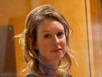 אליזבת הולמס במשפט נגד טראנוס / צילום: רויטרס - Stephen Lam