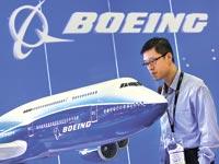 בואינג, דגם של מטוס / צלם בלומברג