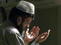 מוסלמי מתפלל, פקיסטאן, רמדאן / צלם רויטרס