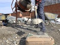 שק מלט של היידלברג סמנט, בניה, עבודה / צלם בלומברג