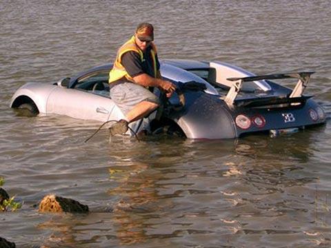 תאונה בוגאטי ורון טובעת בנהר/ צילום: מהוידאו