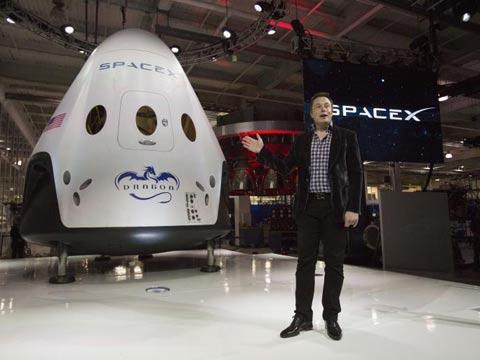 אלון מאסק חללית Dragon V2 SpaceX / צילום:  וידאו