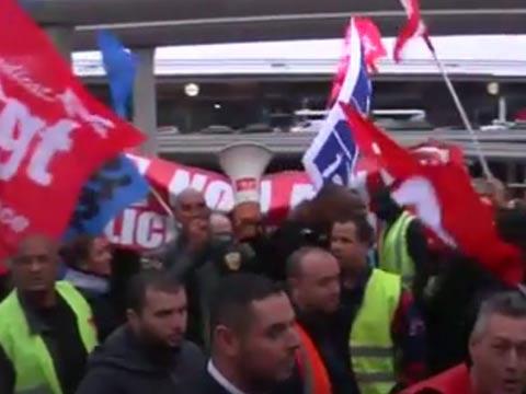 עובדי אייר פראנס מוחים נגד פיטורים / צילום: מהוידאו