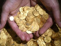 תיבת אוצר מטבעות זהב התגלתה בעזה / צילום: מהוידאו