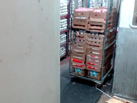 מוצרי חלב מחוץ למקרר רמי לוי / צילום: מהוידאו