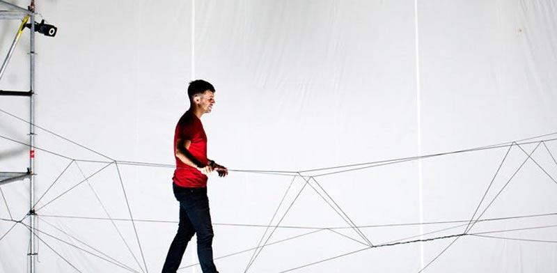 רחפנים תוכנתו לבנות גשר לבני אדם / צילום: וידאו