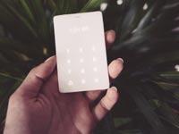 """טלפון סלולרי הכי פשוט בעולם,   Light Phone, קיקסטארטר /צילום: יח""""צ"""