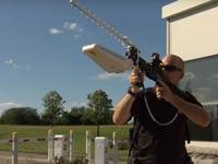 """רובה גלי רדיו להפלה ונטרול של רחפנים Battelle DroneDefender /  צילום: יח""""צ"""