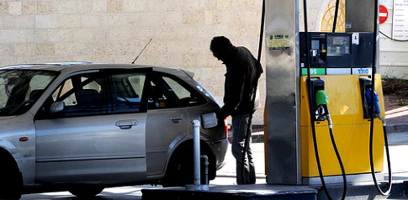 רכב, תחנת דלק / צילום: איל יצהר