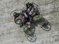 """רובוט מטפס קירות ורטיגו דיסני / צילום: יח""""צ"""