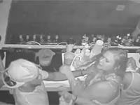 איגרוף בבר/ צילום: מתוך הוידאו