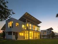 בית שמייצר אנרגיה ממים ופאנלים סולאריים phi-suea-house תאילנד / צילום: וידאו