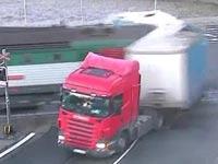 רכבת מתנגשת במשאית, צ'כיה, תאונות דרכים / צילום: וידאו