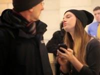 לנשק זרים ברכבת התחתית, ניו יורק, פארה ברוק קומיקאית / צילום: וידאו