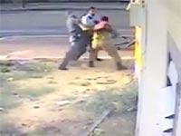 מכות, שוטרים מרביצים לחייל/ צילום: מתוך הוידאו