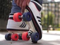 """גלגלי סקייטים לנעליים רגילות On Wheelz קיקסטארטר / צילום: יח""""צ"""