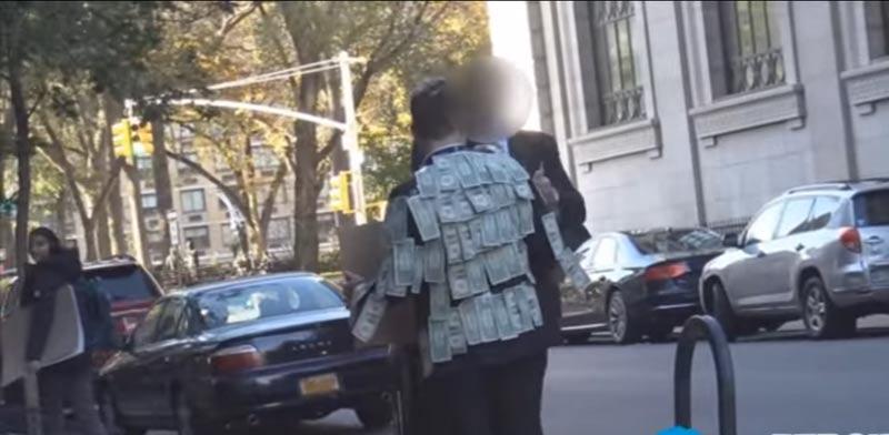 ניסוי חברתי חלוקת כסף ברחוב / צילום: מהוידאו
