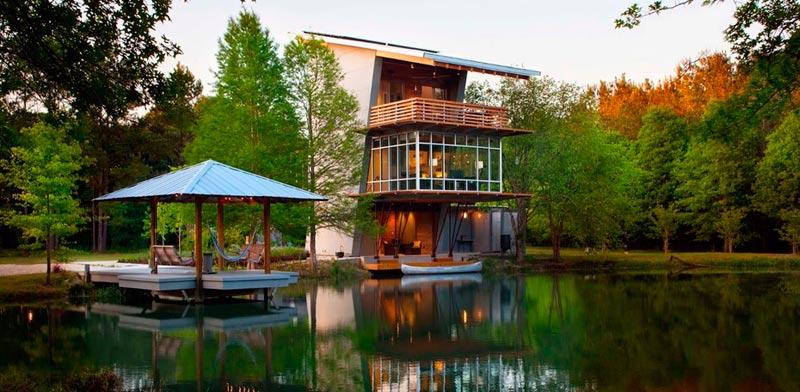 """בית חסכוני בחשמל, Pond House at Ten Oaks Farm, לואיזיאנה ארה""""ב / צילום: Holly and Smith Architects"""
