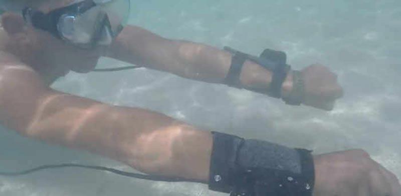 צלילה, ספורט ימי., מדחפים לפרקי הידיים, PeterSripol / צילום: וידאו